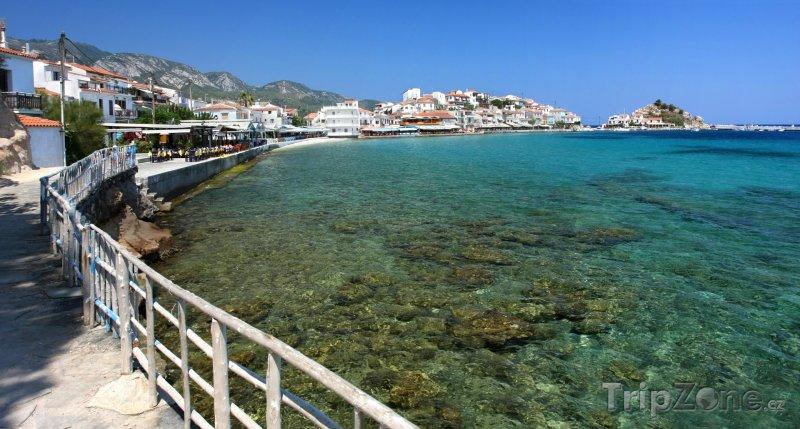 Fotka, Foto Promenáda u moře ve městě Kokkari (Samos, Řecko)