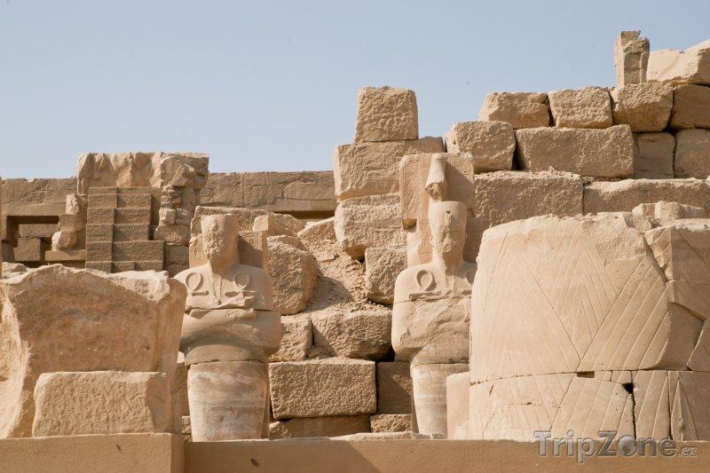 Fotka, Foto Ruiny v chrámovém komplexu Karnak (Luxor, Egypt)