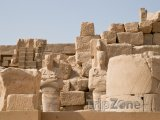 Ruiny v chrámovém komplexu Karnak