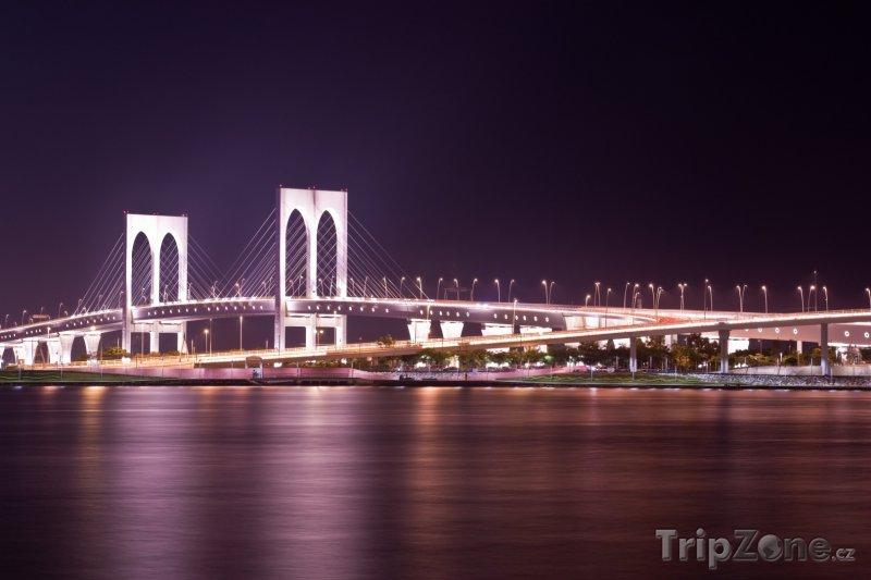 Fotka, Foto Sai Van Bridge v noci (Macao)