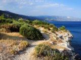 Turistická stezka na útesu