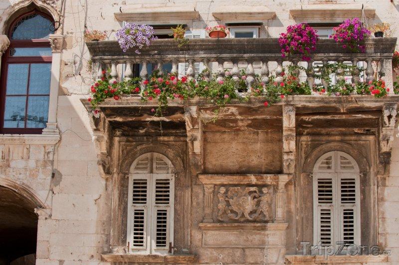 Fotka, Foto Typický balkon v centru města (Split, Chorvatsko)