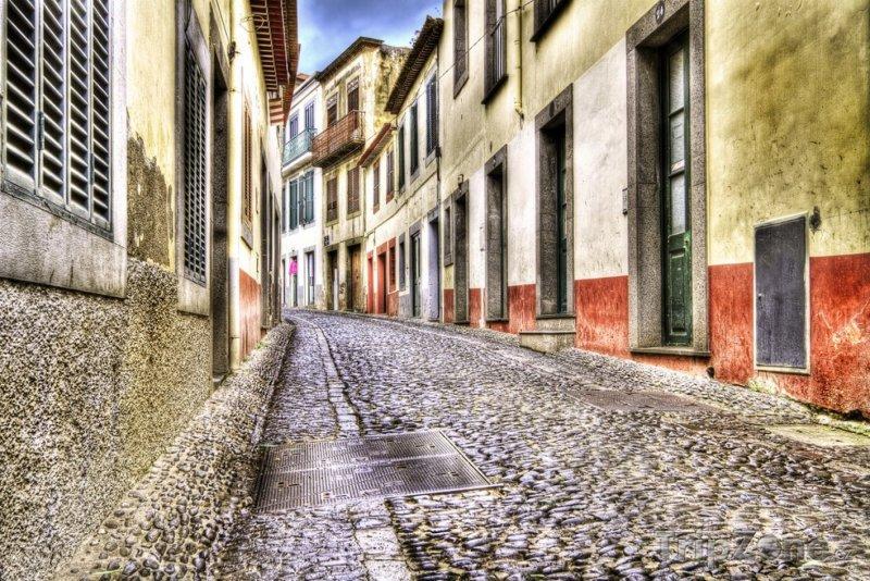 Fotka, Foto Ulička v centru města (Funchal, Portugalsko)