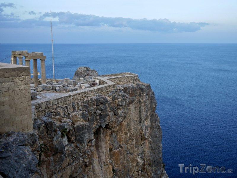 Fotka, Foto Útes pod Akropolí (Líndos, Řecko)