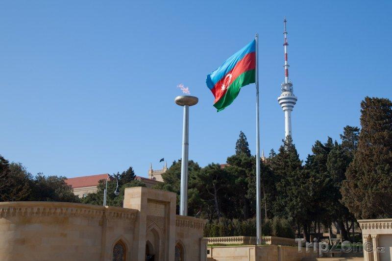 Fotka, Foto Věčný plamen a televizní věž v Baku (Ázerbájdžán)