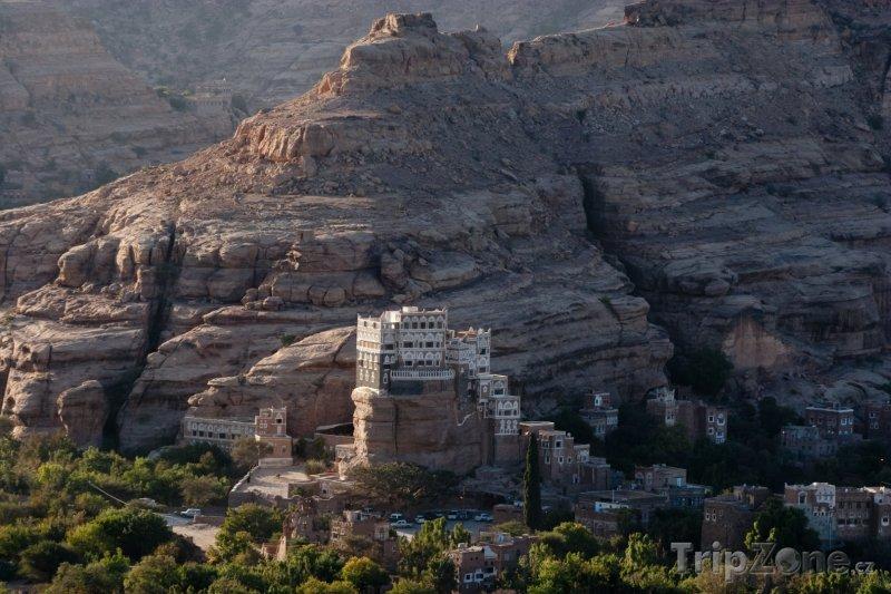 Fotka, Foto Vesnice pod skálou (Jemen)