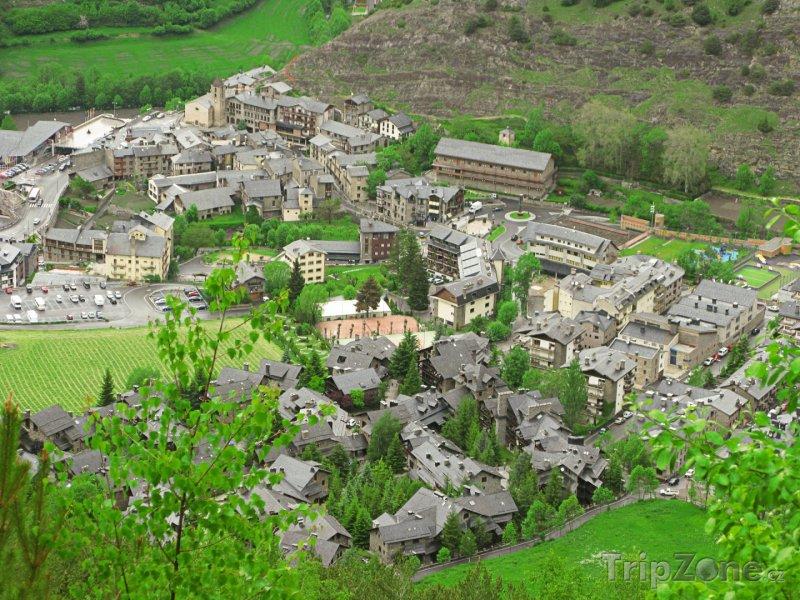 Fotka, Foto Vesnička v údolí Pyrenejí (Andorra)
