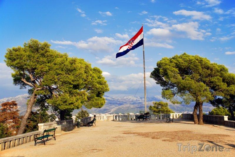 Fotka, Foto Vlajka na vrcholu kopce Marjan (Split, Chorvatsko)
