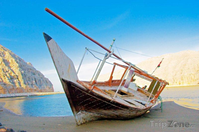 Fotka, Foto Vrak lodi na poloostrově Musandam (Omán)