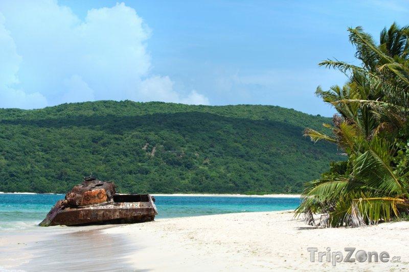 Fotka, Foto Vrak tanku na pláži Flamenco (Portoriko)
