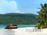Vrak tanku na pláži Flamenco