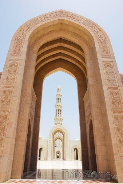 Fotka, Foto Vstup do mešity sultána Kábuse (Omán)
