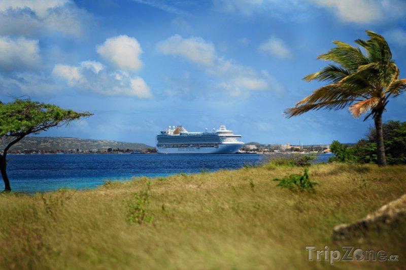 Fotka, Foto Výletní loď u přístavu (Bonaire)
