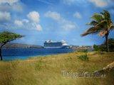 Výletní loď u přístavu