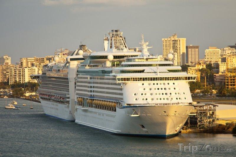 Fotka, Foto Výletní loď v přístavu San Juan (Portoriko)