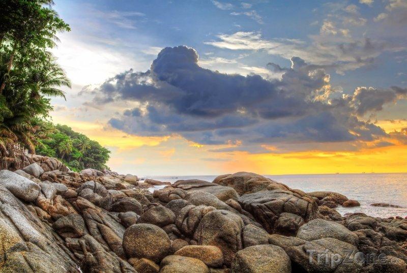 Fotka, Foto Západ slunce nad Karon Beach (Phuket, Thajsko)