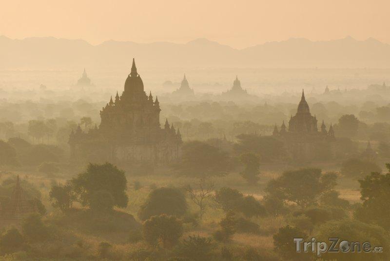 Fotka, Foto Bagan, chrámy za svítání (Barma)