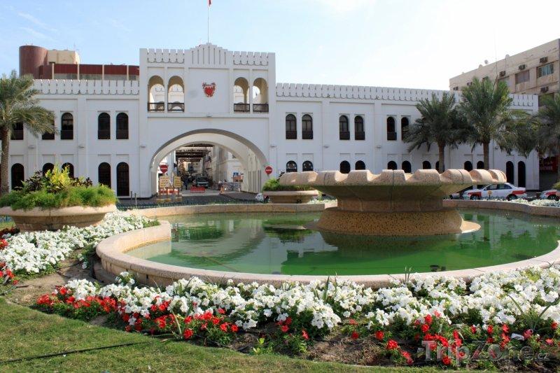 Fotka, Foto Bahrajnská brána a fontána v Manámě (Bahrajn)