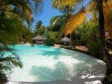 Bazén u hotelového resortu