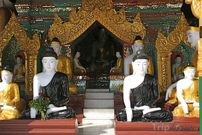 Fotka, Foto Buddhové ve Šweitigoumské pagodě (Barma)