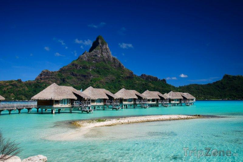 Fotka, Foto Bungalovy a hora Otemanu (Francouzská Polynésie)