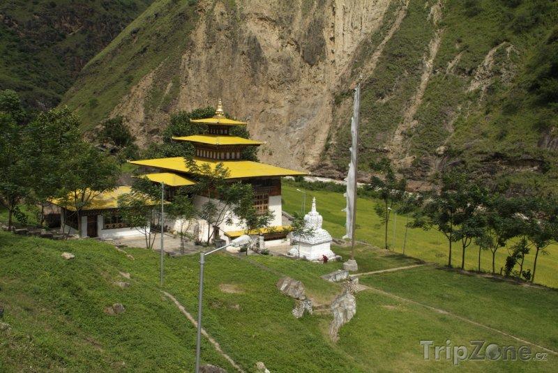 Fotka, Foto Chrám Gom Kora ve městě Trashigang (Bhútán)