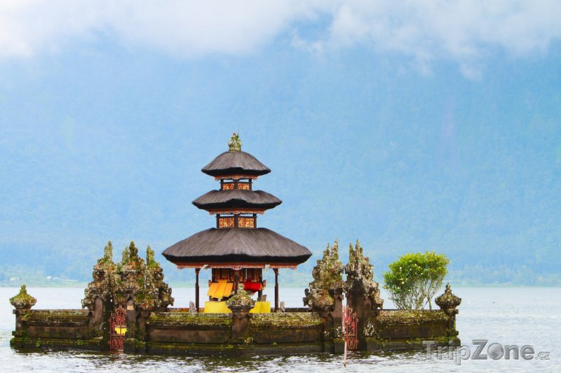 Fotka, Foto Chrám na jezeře Bratan (Indonésie)