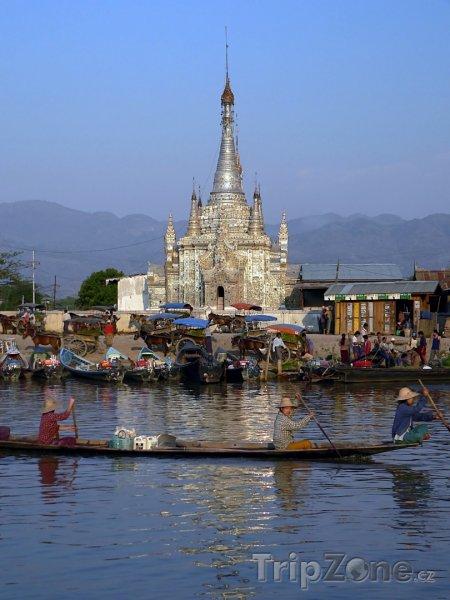 Fotka, Foto Chrám Nyaungshwe u jezera Inle (Barma)
