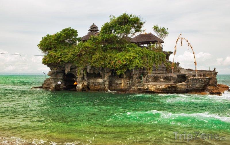 Fotka, Foto Chrám Tanah Lot u ostrova Bali (Indonésie)