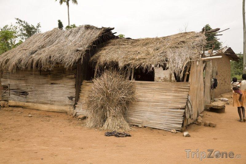 Fotka, Foto Chýše na okraji města Accra (Ghana)