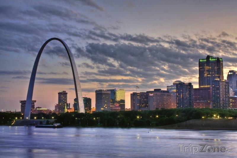 Fotka, Foto Gateway Arch ve městě St. Louis (USA)