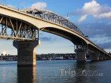 Harbour bridge ve městě Auckland