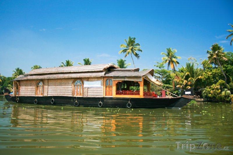 Fotka, Foto Hausbot na řece u města Alappuzha (Indie)