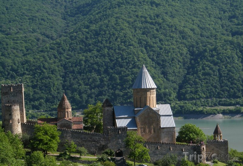 Fotka, Foto Hrad Ananuri na řece Aragvi (Gruzie)
