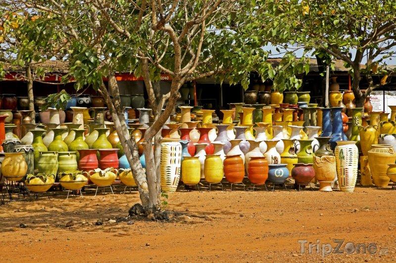 Fotka, Foto Hrnčířský trh u města Accra (Ghana)