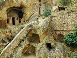 Jeskyně v komplexu David Gareja