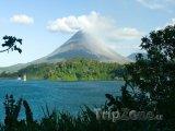 Jezero Arenal a vulkán Arenal