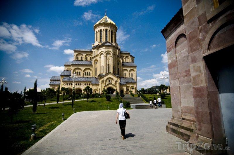 Fotka, Foto Katedrála Svaté Trojice v Tbilisi (Gruzie)