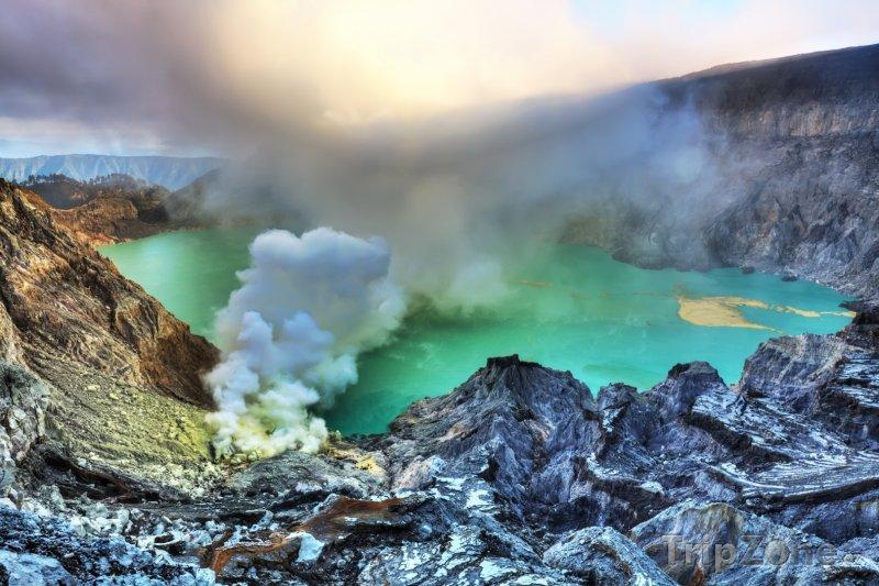 Fotka, Foto Kráter vulkánu Iljen na Východní Jávě (Indonésie)
