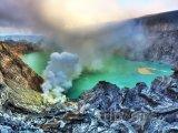 Kráter vulkánu Iljen na Východní Jávě