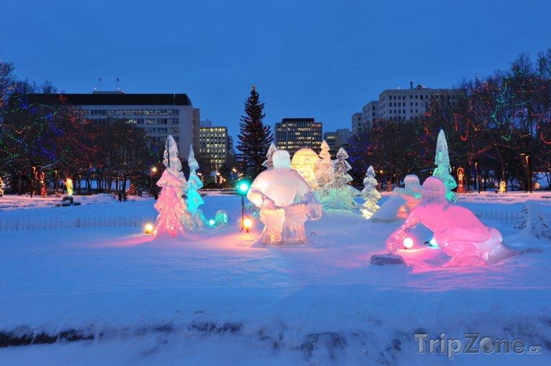 Fotka, Foto Ledové sochy v Edmontonu (Kanada)