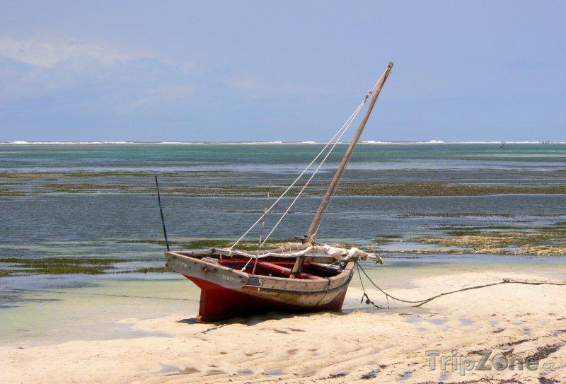 Fotka, Foto Loď na pláži (Keňa)