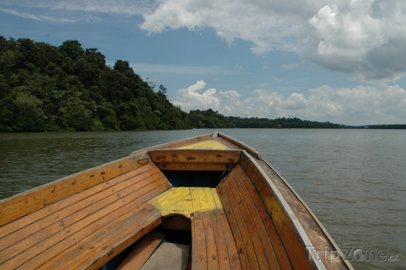 Fotka, Foto Loď na řece Brunej (Brunej)