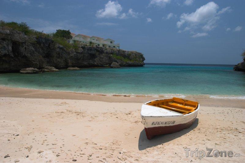 Fotka, Foto Loďka na pláži Lagun (Curacao)