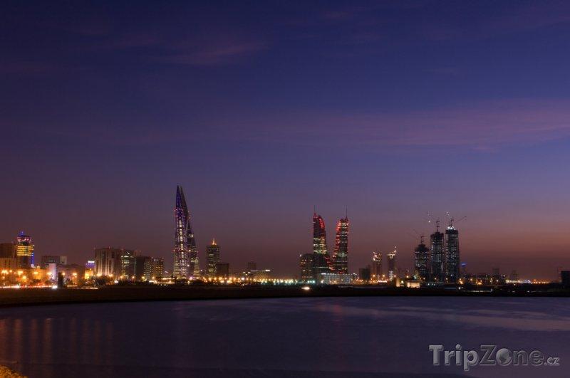 Fotka, Foto Město Manáma v noci (Bahrajn)