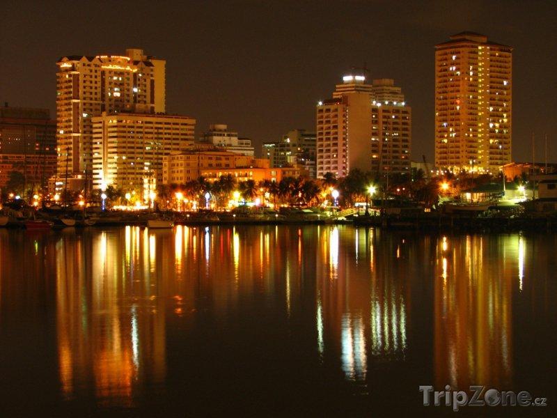 Fotka, Foto Město Manila v noci (Filipíny)