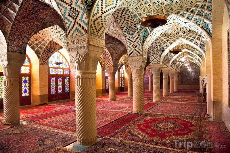 Fotka, Foto Modlitebna v Růžové mešitě v Širázu (Írán)