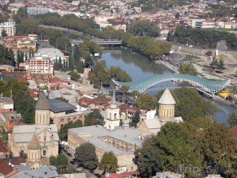 Fotka, Foto Most Míru přes řeku Kura v Tbilisi (Gruzie)