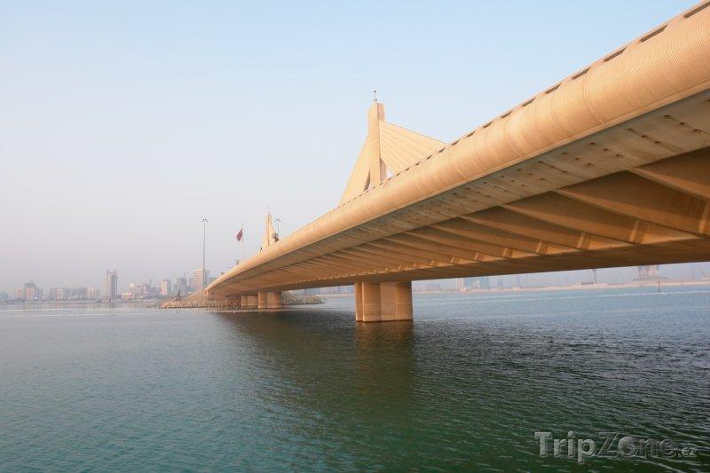 Fotka, Foto Most Shaikh Isa bin Salman v Manámě (Bahrajn)