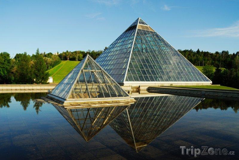 Fotka, Foto Muttart, botanická zahrada v Edmontonu (Kanada)